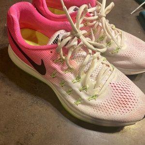 Woman's Nike  zoom pegasus 33 size 10